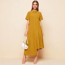 Kleid mit Knopfen vorn, asymmetrischem Saum und Falten