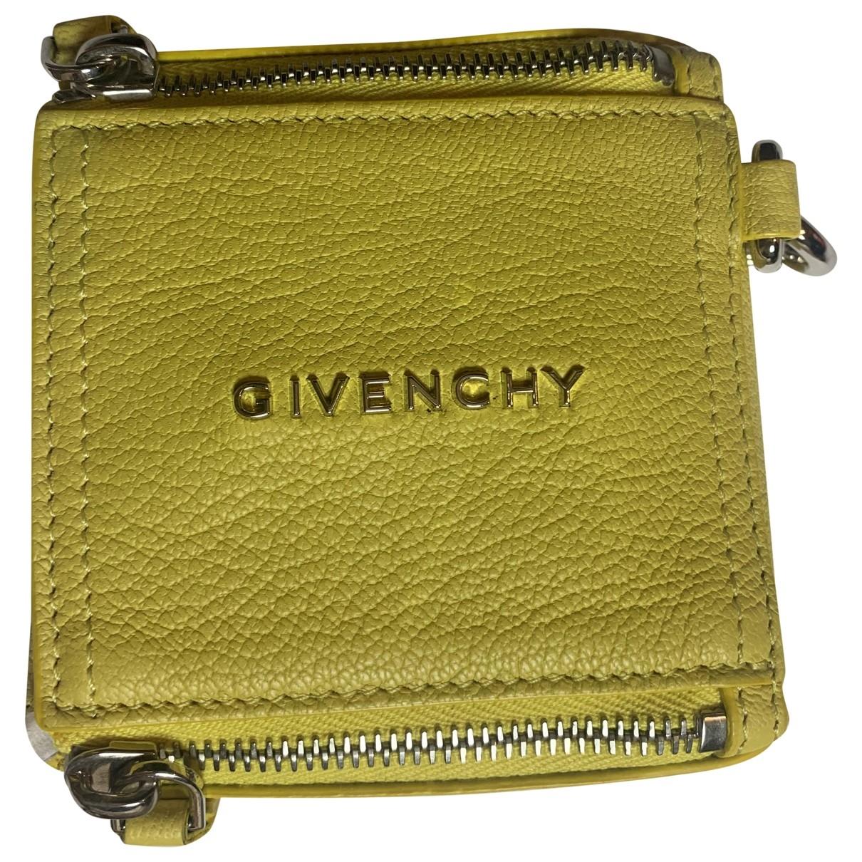 Givenchy Pandora Box Clutch in  Gelb Leder