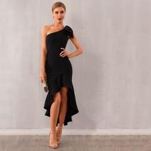Adyce Kleid mit einer Schulter, Stufensaum, Rueschenbesatz und Knoten