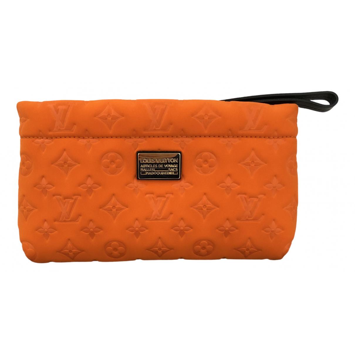 Louis Vuitton \N Clutch in  Orange Synthetik