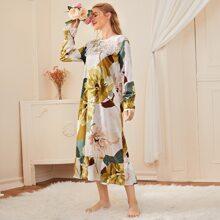 Satin Nachtkleid mit Blumen Muster, Kontrast Spitze und Rueschenbesatz