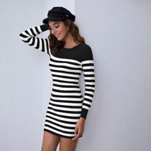 Figurbetontes Pulloverkleid mit Streifen