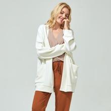 Kunstseide Strickjacke mit sehr tief angesetzter Schulterpartie und Taschen Flicken