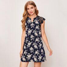 Kleid mit eingekerbtem Kragen, Guipure Spitze auf Schulter und Blumen Muster