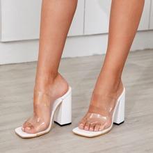 Sandalen mit Ausschnitt und klobiger Sohle