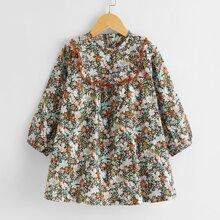 Kleid mit Blumen Muster und Bogenkante