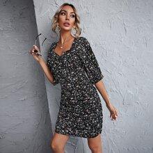 Figurbetontes Kleid mit Band hinten, Bluemchen Muster und Ruesche