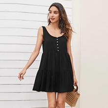 Einfarbiges Kleid mit Knopfen vorn