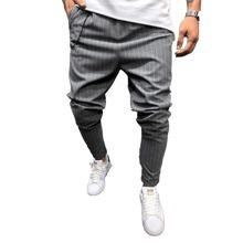 Hose mit Streifen und schraegen Taschen