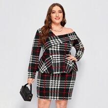 Kleid mit Falten, asymmetrischem Kragen, Schosschen und Karo Muster
