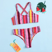 Bañador bikini con tira cruzada trasera de rayas
