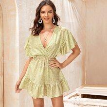 Kleid mit Dalmatiner Muster, Raffungsaum und V Kragen