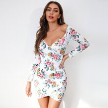 Vestido ajustado con estampado floral de hombros descubiertos