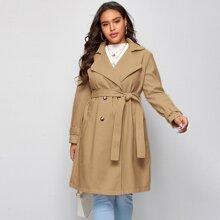 Zweireihiger Mantel mit Reverskragen und Selbstband