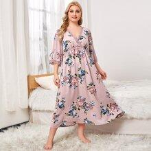 Nachtkleid mit Blumen Muster und Spitzenbesatz