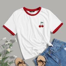 Camiseta ringer con bordado de cereza