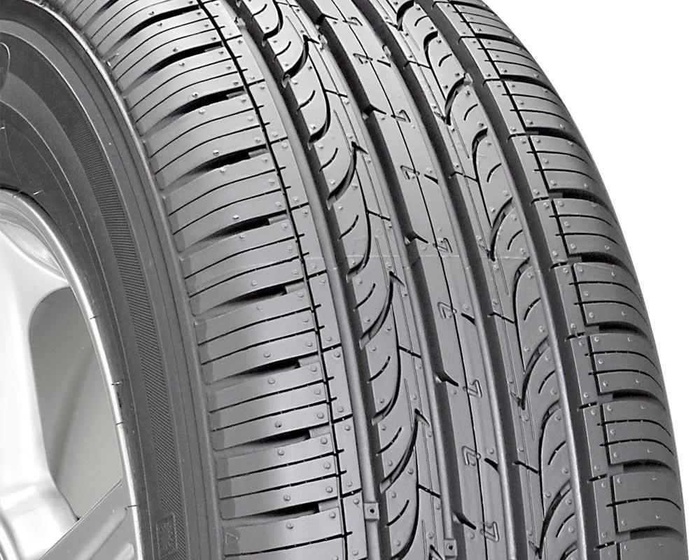 Kumho 2141103 Solus KH25 Tire 225/45 R17 91H SL BSW CM