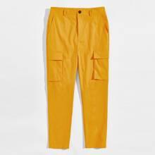 Pantalones con bolsillo con solapa
