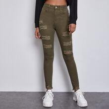 Reine Jeans mit Zerriss und ungesaeumtem Saum