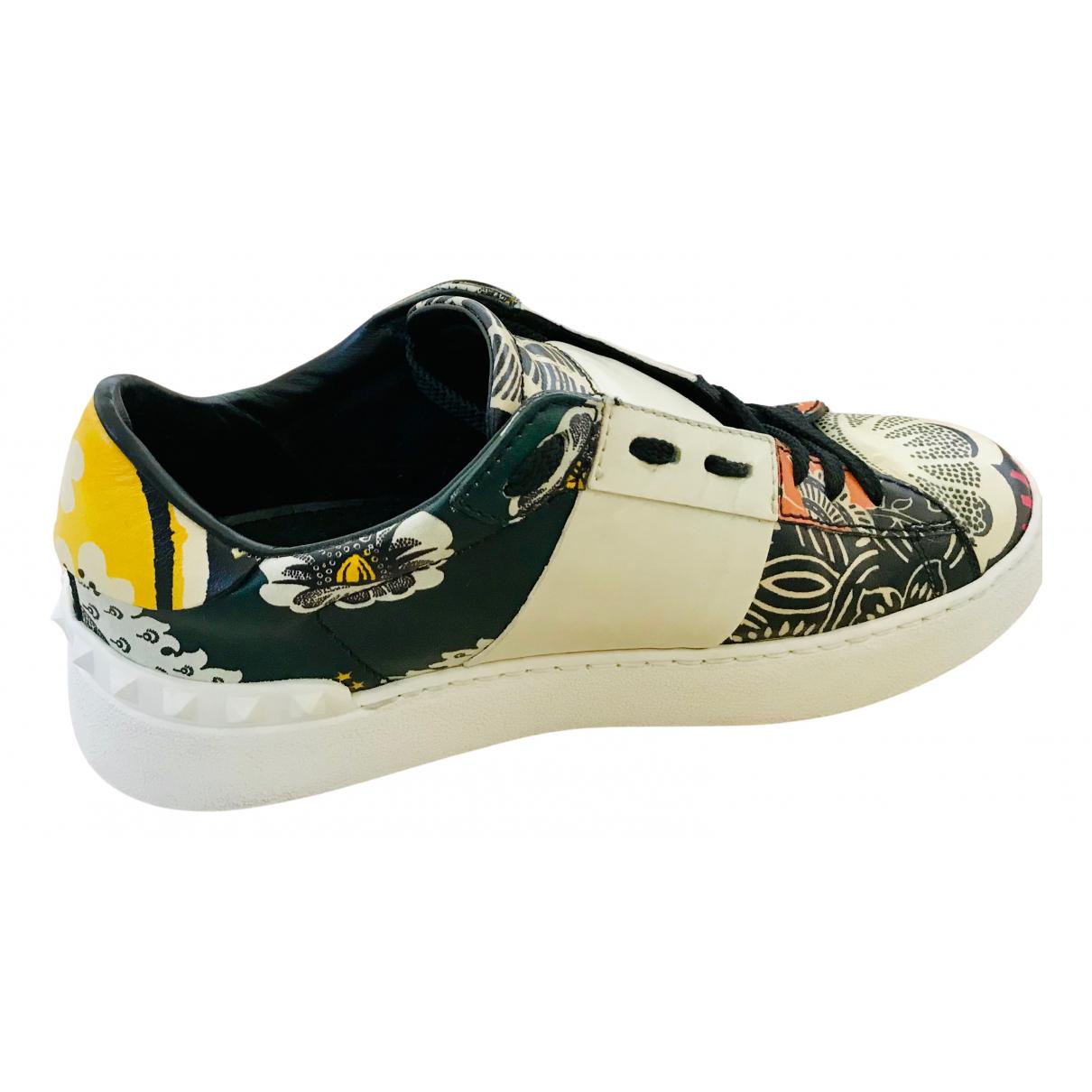 Valentino Garavani Rockstud Sneakers in  Bunt Leder