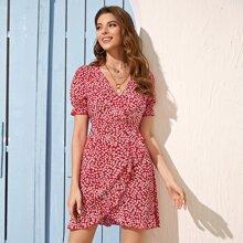 Kleid mit Puffaermeln, Wickel Design und Bluemchen Muster