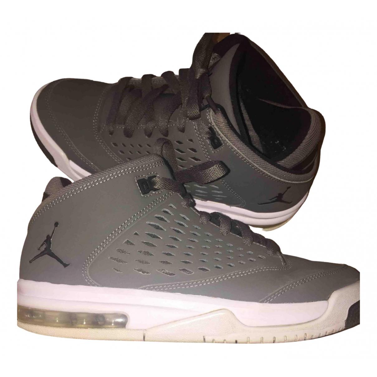 Jordan \N Sneakers in  Grau Leder