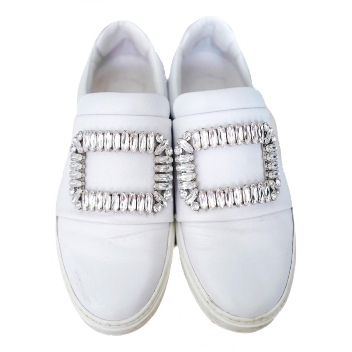 Roger Vivier Sneaky Viv Strass Buckle Sneakers in  Weiss Leder