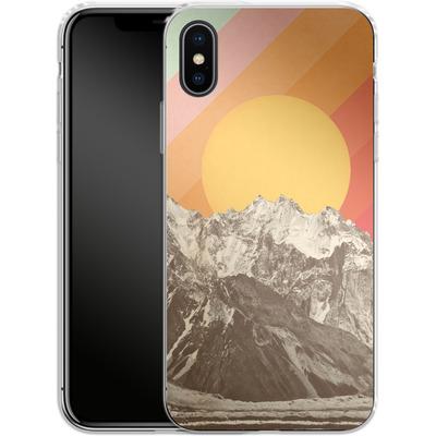 Apple iPhone X Silikon Handyhuelle - Mountainscape von Florent Bodart
