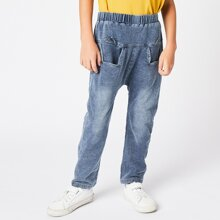 Jeans mit Buchstaben Grafik