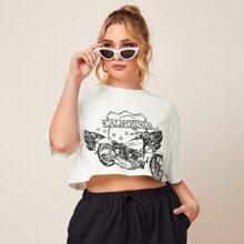 Camiseta con estampado de letra y coche de hombros caidos