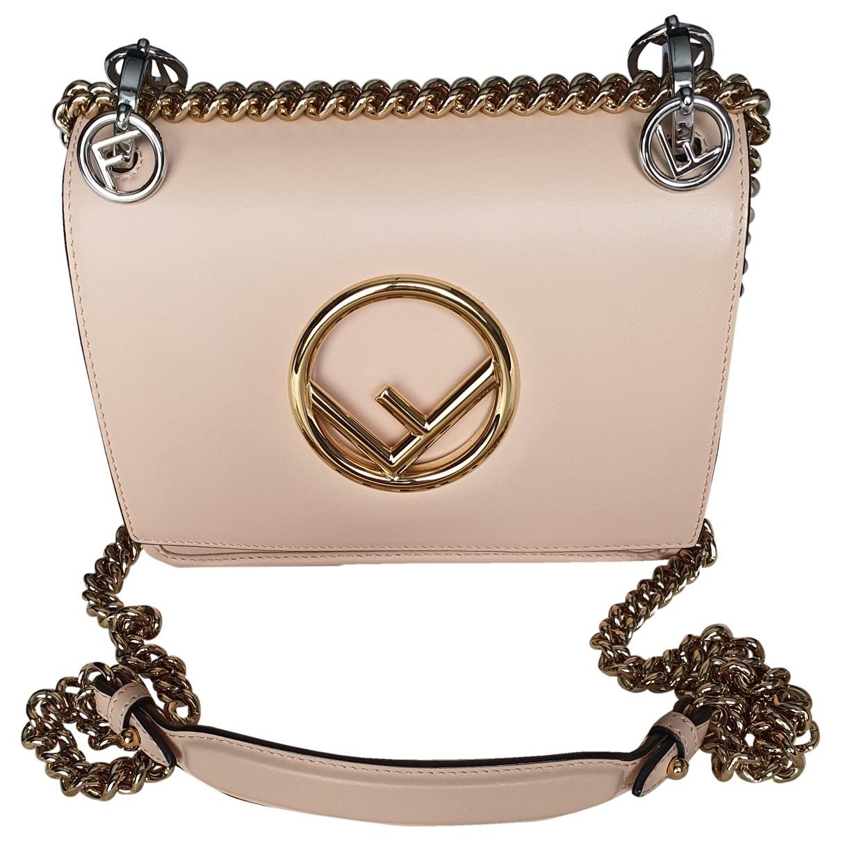 Fendi Kan I Logo Handtasche in  Beige Leder