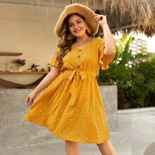 Ubergrosses Kleid mit Muster und Guertel