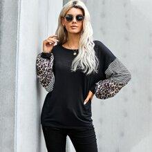 T-Shirt mit Streifen & Leopard Muster Einsatz und sehr tief angesetzter Schulterpartie