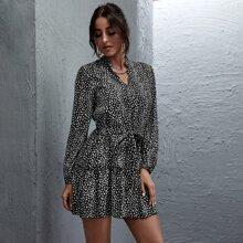 Kleid mit Rueschenbesatz, Guertel und Muster