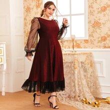 Kleid mit Netzstoffaermeln & Netzstoff am Saum und Glitzer