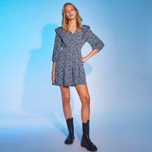 Kleid mit Rueschenbesatz und Bluemchen Muster