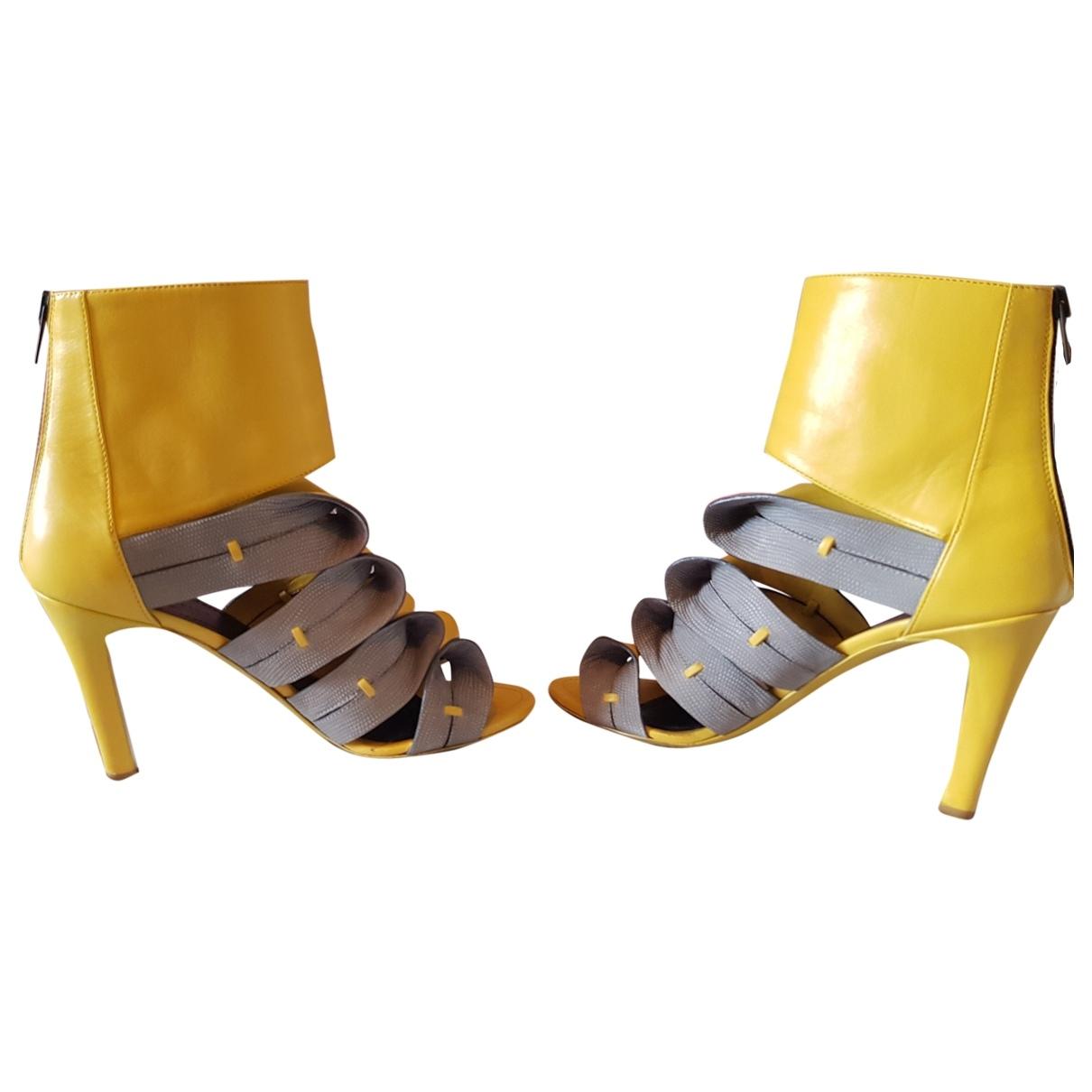 Balenciaga \N Pumps in  Gelb Leder