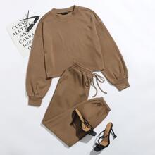 Einfarbiger Pullover mit sehr tief angesetzter Schulterpartie & Jogginghose Set