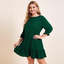 Einfarbiges Kleid mit Raffungsaum