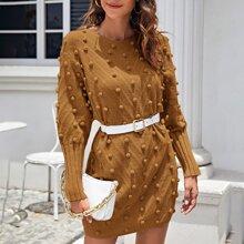 Pullover Kleid mit sehr tief angesetzter Schulterpartie und Pompon Detail ohne Guertel