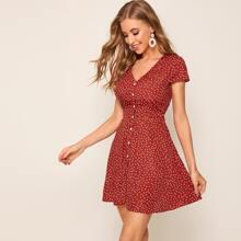 Kleid mit Knopfen vorn und Punkten
