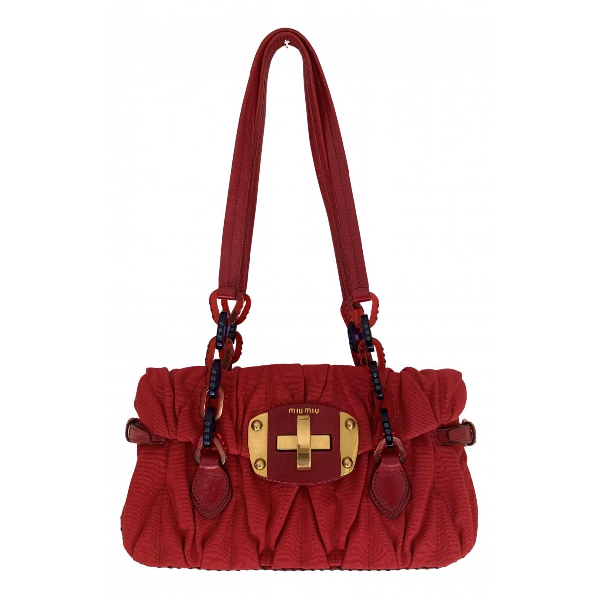 Miu Miu Matelasse Handtasche in  Rot Synthetik