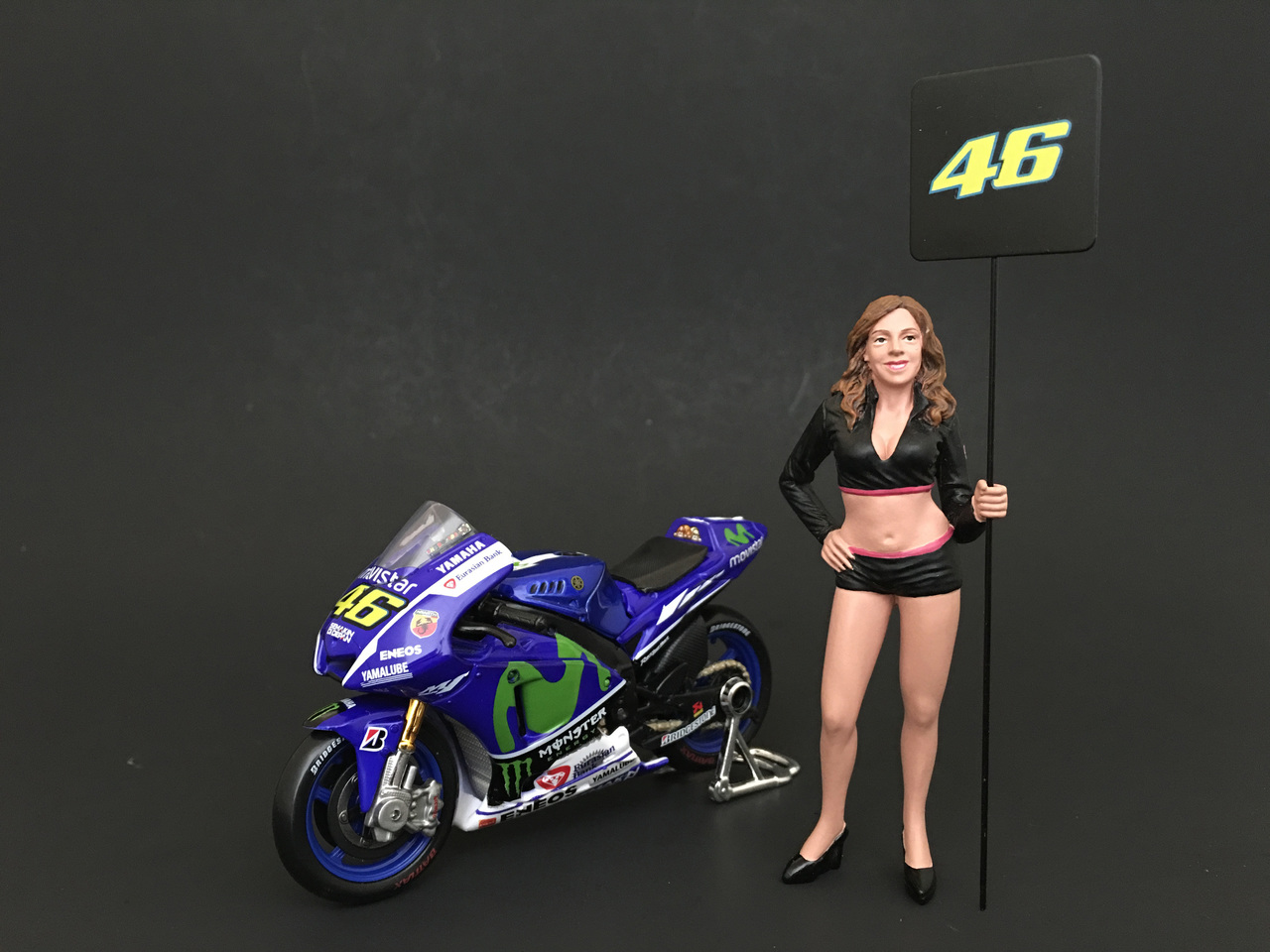 Paddock Girl Figure For 124 Scale Models by American Diorama