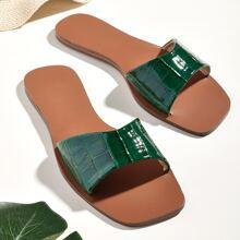 Sandalen mit Krokodil Praegung