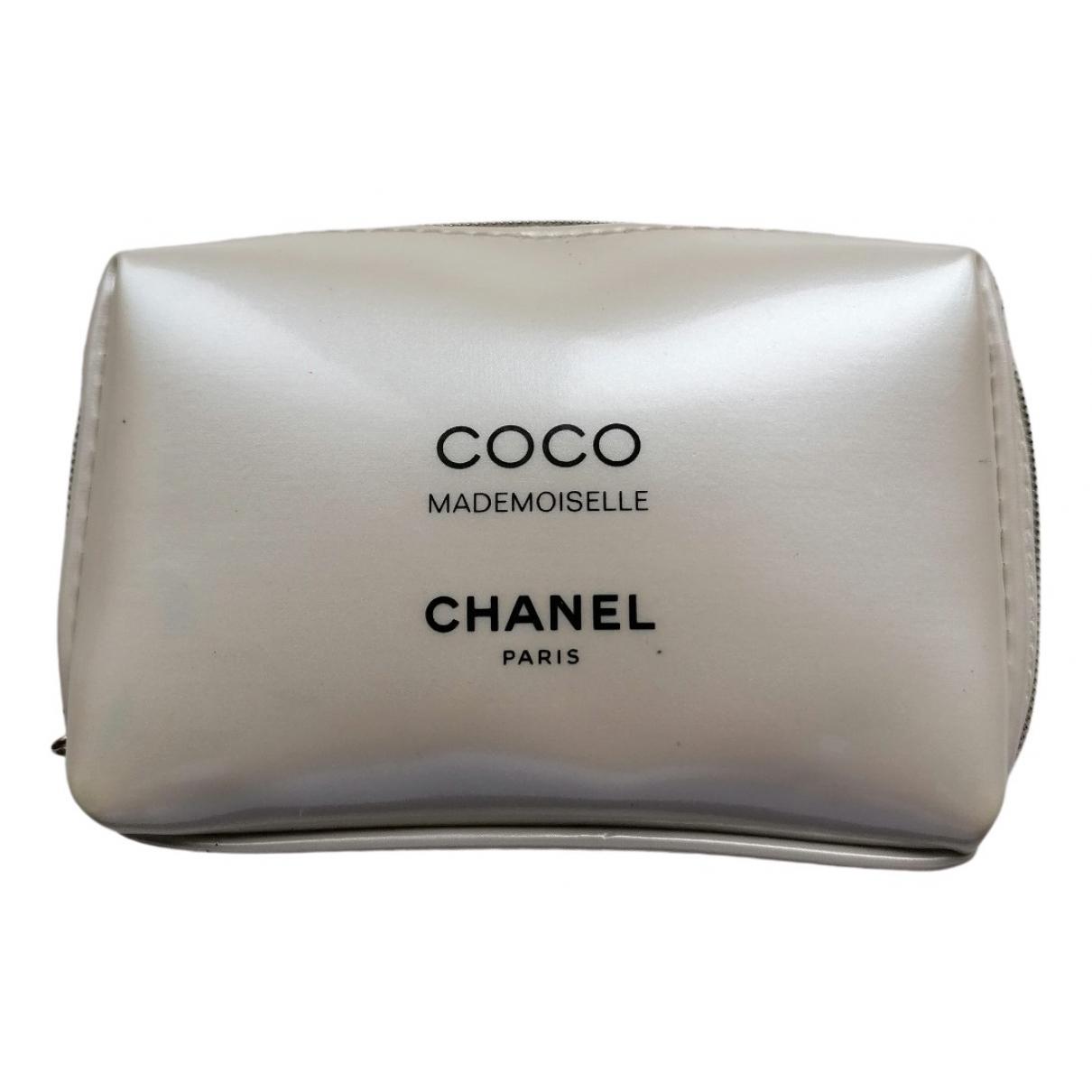 Chanel \N Ecru Travel bag for Women \N