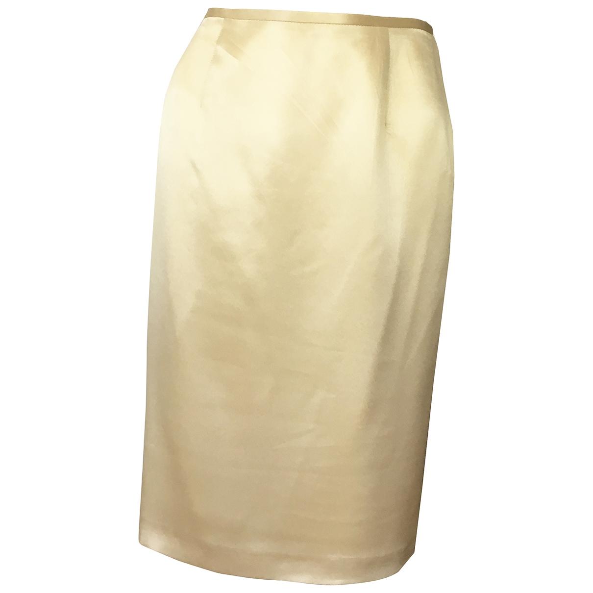 Laurel \N Rocke in  Gold Seide