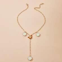 Halskette mit Gaensebluemchen Dekor