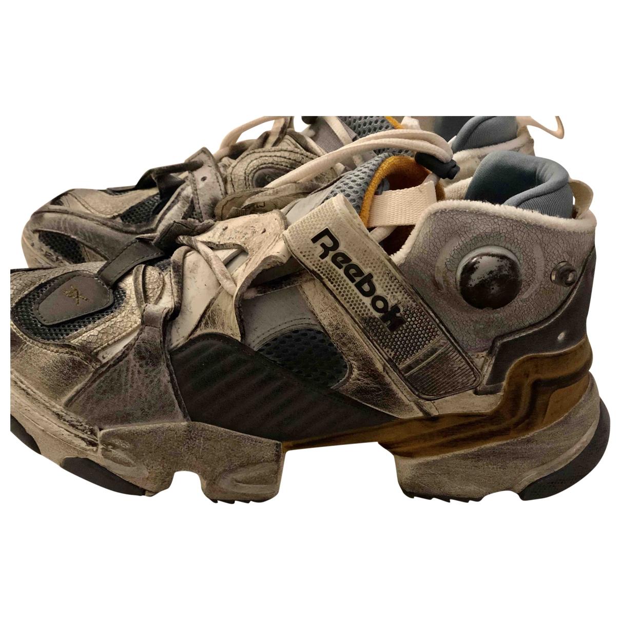 Reebok X Vetements - Baskets   pour homme en cuir verni - gris