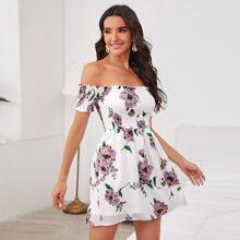 Schulterfreies Kleid mit Rueschen und Blumen Muster