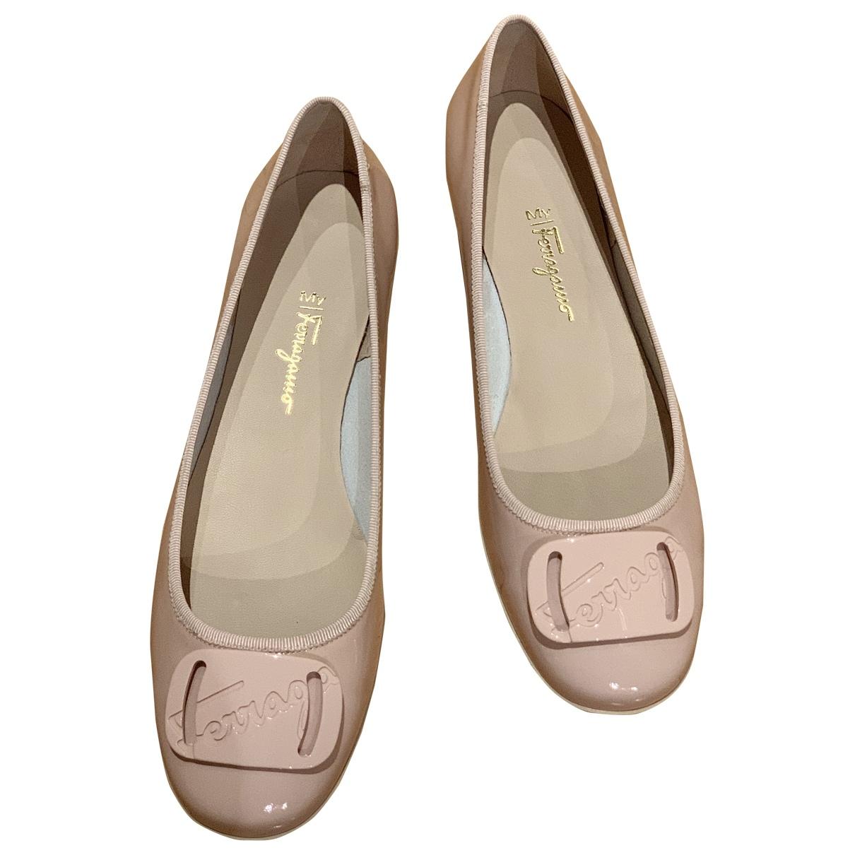 Salvatore Ferragamo \N Patent leather Ballet flats for Women 42 EU